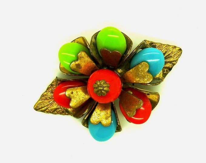 SMALL VINTAGE BROOCH, a pretty colorful spring accessory.