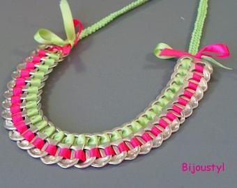 Fashion necklace capsules fuchsia and green