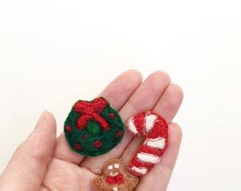 Christmas magnet set, needle felted art, christmas brooch, gift under 25, wool pin, candy cane magnet, gingerbread man pin, christmas wreath
