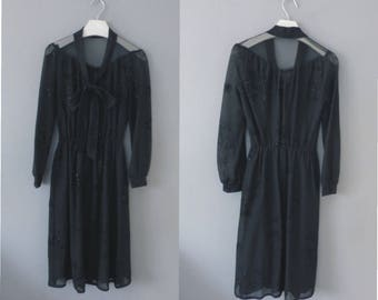 80s cute dress. S size. Semi-transparent on top black dress, elastic waistband & metallic patterns. In a very good vintage condition.