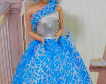 Vintage Barbie Doll TNT Bendable Legs Mattel 1991 In A gorgeous vintage Gown With Matching Hat
