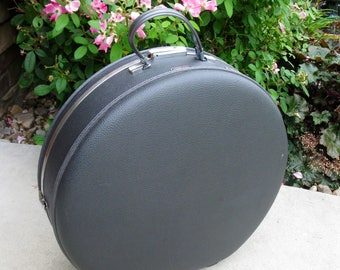 Round train case -American Tourister Tiara- with KEY -SUPER NICE -overnight case -charcoal gray -retro luggage- round suitcase -travel case