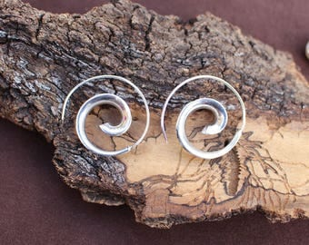Spiral Silver Plated Earrings, Ethnic Earrings, Gypsy Earrings, Boho Chic Earrings, Tribal Jewelry,  White Brass, Boucles d'oreille Spirale