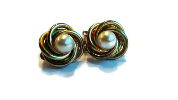 Vintage earrings, white bead and golden color metal round clip-on earrings from 60's for woman