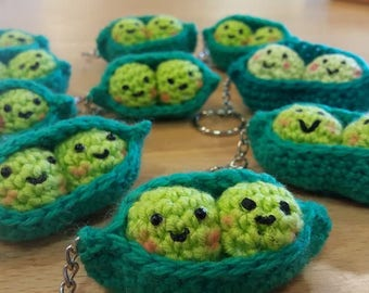 Peas in the pod crochet keyring