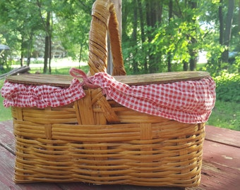 Picnic basket, vintage adorable