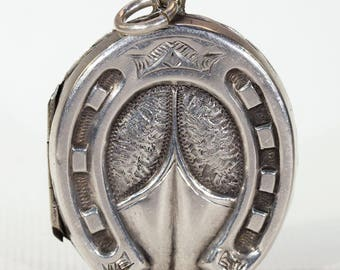 Detailed Victorian Horseshoe Locket in Silver