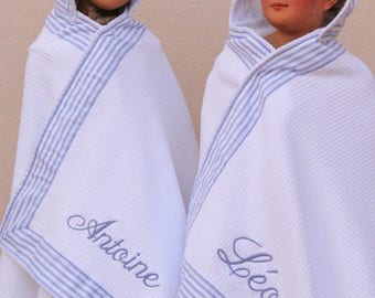 Bathrobe or bath towel customizable with a name embroidered