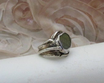 Upcycle moss green glass set in fine silver ring