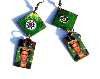 Boucles d'oreilles émaillées sur cuivre Frida Kahlo, vert multicolore boho chic Frida hippie ethno chic bohème OOAK verre tchèque unique