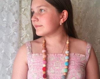 Nursing necklace.Teething toy.Breastfeeding toy.Nursing toy.Bright necklace.For mom.Baby toy.Juniper.Organic cotton. Mint necklace.