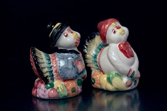 Turkey Pilgrim, Salt and Pepper Shakers, Ceramic, Hand Painted, Thanksgiving Decor, Farmhouse Decor, Country Decor, Collectibles
