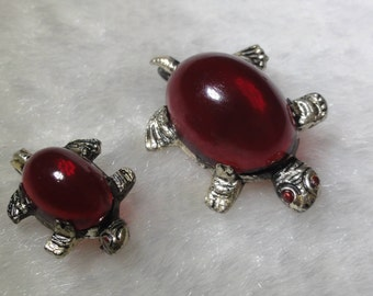 Lucite Jelly Belly Turtle Scatter Brooch Pins C Clasp Set of 2