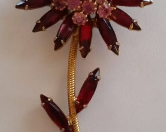 A Fine Flower Of A Find Rhinestone Brooch ~ Beautiful Vintage Jewelry