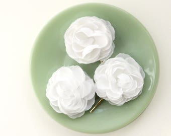 White flower hair pins, Set of three clips, Bridal hair accessory, White floral bobby pins, Flower pin set, White Ranunculus