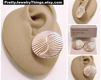 Avon Swirl Rib Lined Discs Clip On Earrings Silver Tone Plated Vintage 1988 Pleated Crescent Round Layered Discs