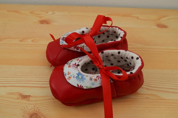 Leather baby shoes,baby booties,leather shoes,floral baby shoes,red shoes,red leather shoes,baby shoes leather,maryjane shoes,baby girl