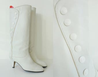 White 80s Vintage Leather Boots With Buttons // Size 38,5 // Made In Greece
