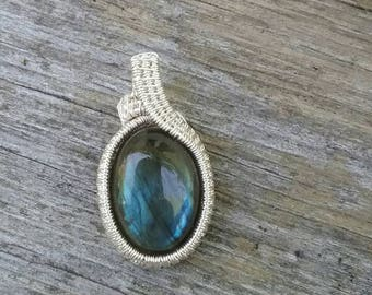 Labradorite wire weaved pendant