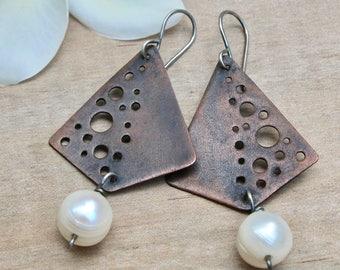 Copper earrings, Copper jewelry, Rustic copper, Geometric earrings, Pearl earrings, Oxidized earrings, Boho earrings, Artisan earrings Gift
