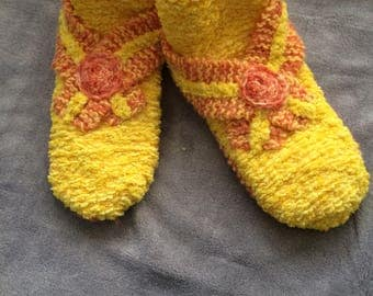 Handknit baby booties yellow / yellow slippers