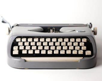 ROYALITE Gray Portable Manual Typewriter - Instruction Booklet - Case - Royal