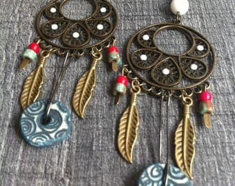 Influence Indian - large dangling earrings with feathers, bronze, ceramics, white rhinestones