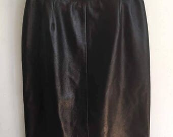 Beautiful Vintage Danier Leather High-Waisted Pencil Skirt in Excellent Condition
