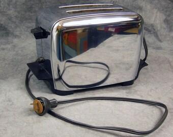 Manning Bowman Electric Toaster, 2 Slice Toaster, Bakelite Base and Handle, Model 6M5, Vintage