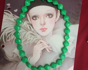 Vintage 50s 60s green necklace plastic beads