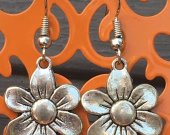 Flower charm dangle earrings