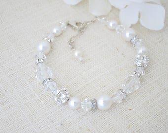 Wedding bracelet, Swarovski crystal pearl and rhinestone wedding bracelet, Crystal teardrop bridal bracelet, Unique beaded bracelet
