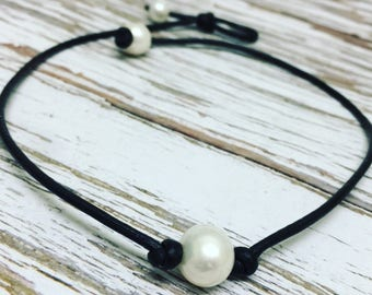 High Quality Black Leather and Pearl Choker Necklace ~ Single White Pearl Necklace ~ Pearl Leather Necklace ~ Gifts under 20