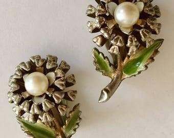 Vintage floral enamel & pearl earrings very feminine and pretty