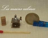 Moulin à café en bois MINIATURE 12ème et 10ème