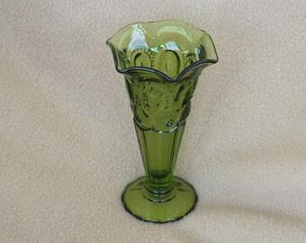 L E Smith Glass Bud Vase; Moon and Stars Green; Vintage Glass Vase