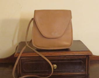 Coach Lindsay Bag In Tan Leather With Crossbody Strap - Style No 9888 Made In United States - VGC