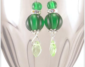 Green lantern earrings with rhinestones and a leaf of bohemian glass - An 123Pierres jewel handmade by MP Bertrand
