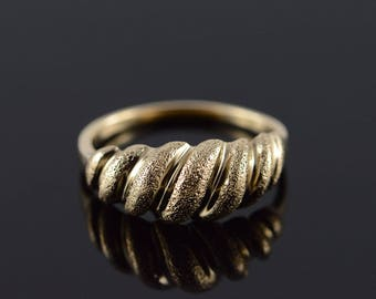 10k Scallop Texture Knot Mound Ring Gold