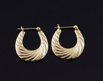 14k Hollow Hoop Scallop U Earrings Gold