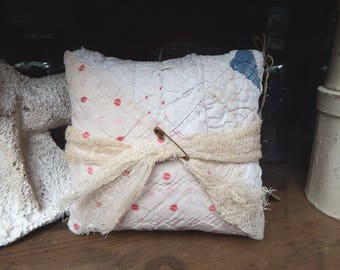 Old Quilt Pillow, Mini Pillow, Cupboard Tuck, Pieced Pillow, Primitive Home Decor, Country Cottage, Country Home, Upcycled Antique Quilt