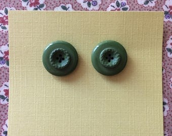 "Vintage 2 Olive Green Round Buttons 7/8"" Plastic"