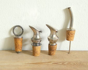 Vintage bottle pour spout metal.Wine pourer.Oil pourer spout.Vinegar spout.Gift for cook.Bottle stopper.Kitchen utensils.Bar ware pouring