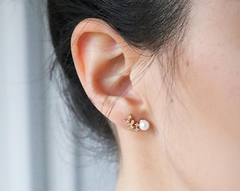 Crystal Leaf Ear Climber - Rose Gold Earring Crawler - Pearl and Crystal Earring - Rose Gold Earring - Ear clawer - minimal Jewelry