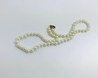 Vintage Pretty Faux Pearls Hand Knotted Lobster Claw Clasp