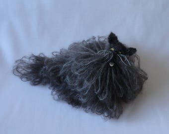 Knitted sitting Persian cat - Long haired Persian cat model - Gift for Persian cat lover
