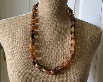Faux tortoiseshell look chain link necklace
