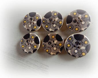 8 wooden buttons with 4 holes 30 mm black and yellow flower pattern