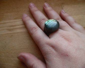 * Sinisnae * thick antique ring topped with a labradorite.