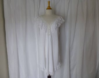 Vintage 80s Gilligan O'Malley Lacy Ruffle Nightgown L White Cotton V-Neck Gathered Lace Sleeveless Romantic Pajamas Nightie USA Glam Garb